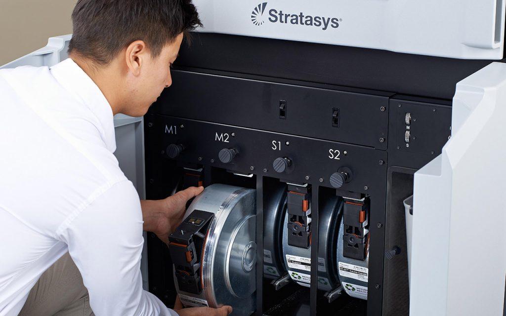 Die Fortus450mc bietet mit großen Materialkartuschen lange Laufzeiten ohne Materialwechsel